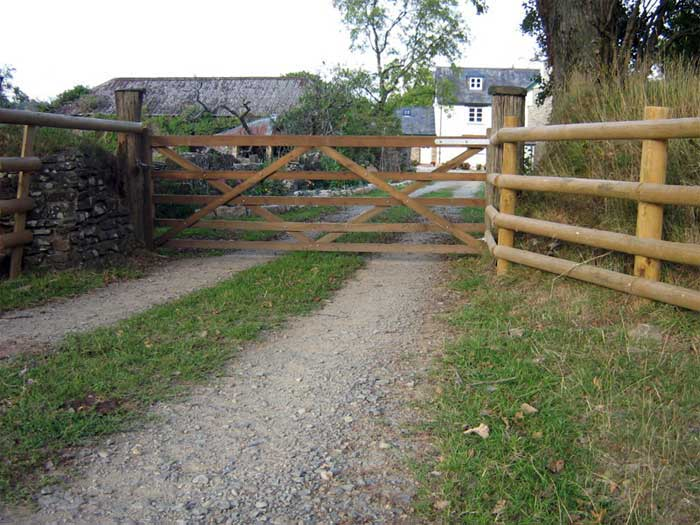 GATE POST & RAIL