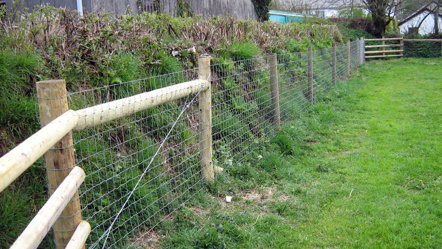 STOCK FENCE ON WOOD POSTS WITH POST AND RAIL PADDOCK CORNERS